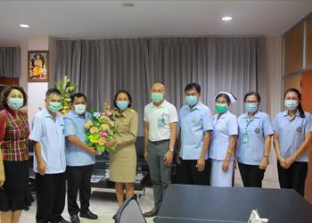 แพทย์หญิงปัทมพันธ์  อนันตาพงศ์  ผู้อำนวยการโรงพยาบาลชุมพรเขตรอุดมศักดิ์  เข้ารายงานตัวกับนายแพทย์จิรชาติ เรืองวัชรินทร์ นายแพทย์สาธารณสุขจังหวัดชุมพร  ณ สำนักงานสาธารณสุขจังหวัดชุมพร